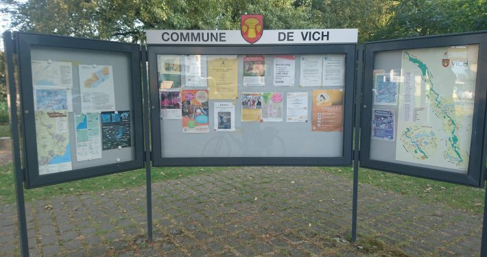 Photo of the communal noticeboard in the Vaudois village of Vich